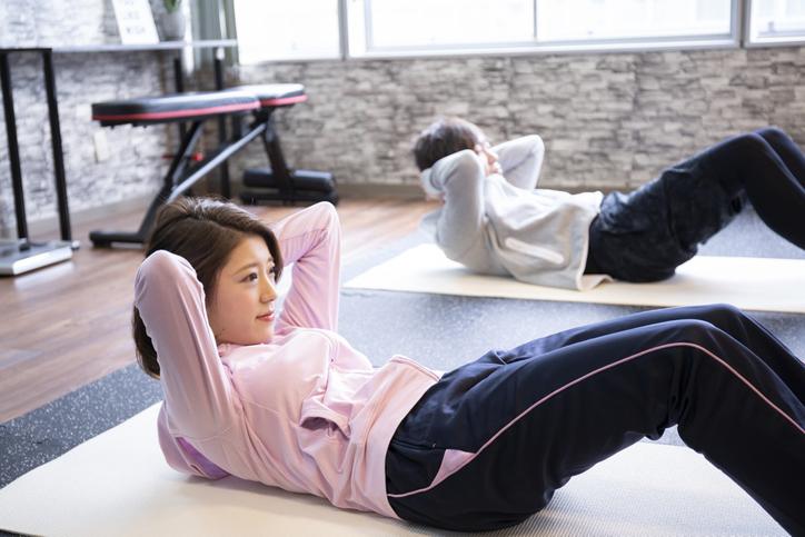 腰痛でもできる効果的な腹筋運動・背筋運動を紹介!腰痛改善にも ...