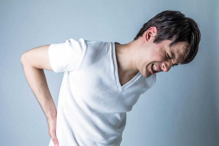 かがむ に 原因 前 腰痛 と 痛い 「腰が痛い」ときの自己診断~あなたの腰痛はどのタイプ? どうすれば治る?:「腰が痛い」ときの対処法