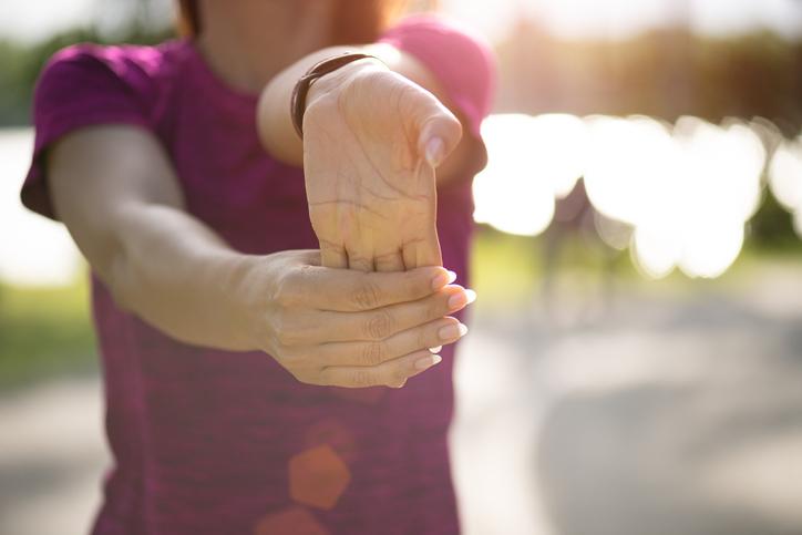 治す を 手首 方法 捻挫 の 早く