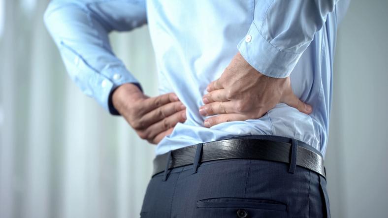 腰痛捻挫(ぎっくり腰)の原因とは?|治療法や予防策も解説! | TENTIAL[テンシャル] 公式オンラインストア