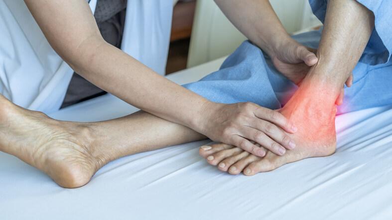 が 寝起き 痛い 足首 くるぶしや足首が腫れて痛みが!8つの原因をご紹介!
