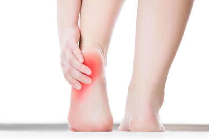 足の親指の腫れ